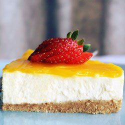 simple easy no bake cheesecake with mango and strawberry